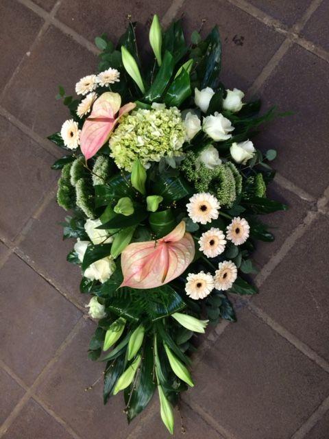 Rouwstuk Druppelvorm Groepen Google Zoeken Funeral Flower Arrangements Funeral Flowers Memorial Flowers