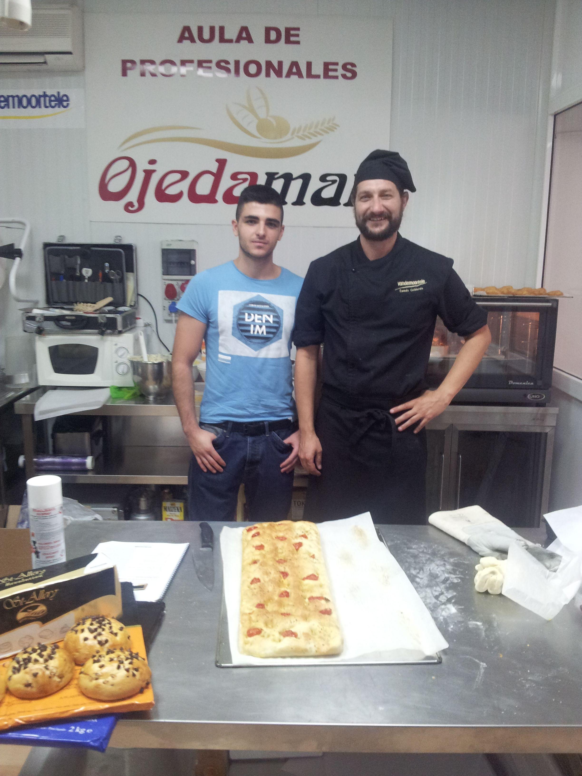 Formación. Nuestro joven pastelero Jose García Alfocea en un curso de Hojaldres. Artesanos de Excelencia. www.todopan.net #todopan #caravaca #Caravacaon #comerciodeCaravaca #Cehegin #bullas #calasparra #moratalla #Murcia