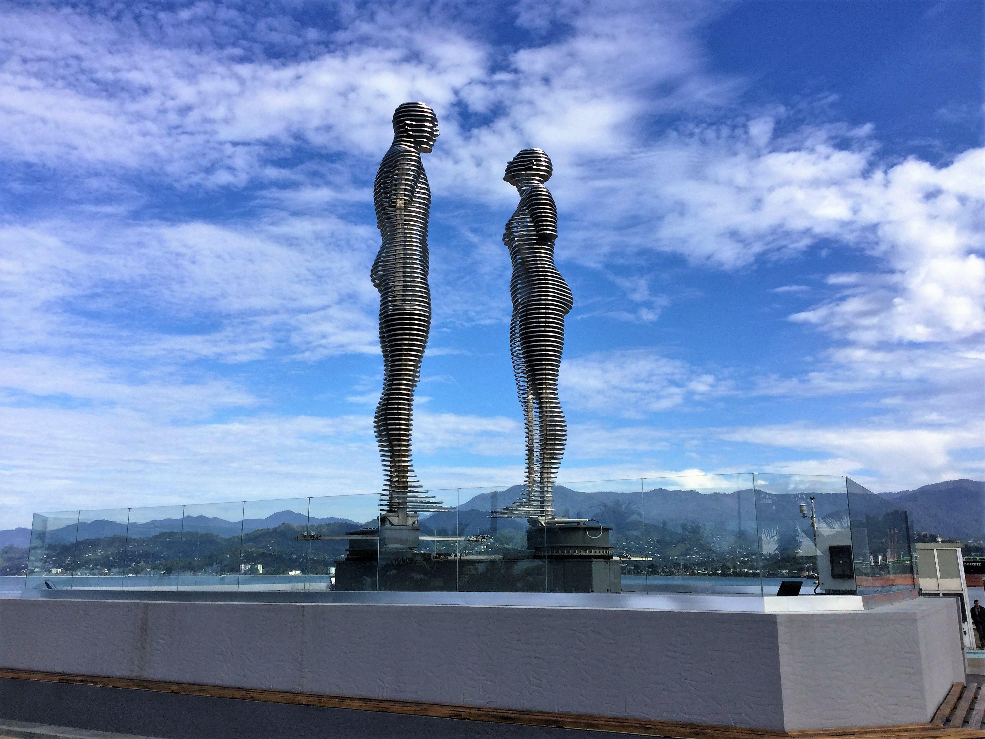 Ali and Nino, moving sculpture in Batumi, Georgia | Batumi