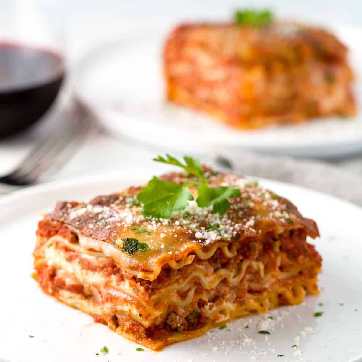 Easy Meat Lasagna Is The Perfect Quick Easy Comfort Food That Your Family And Friends Will Devour Tender Pi In 2020 Easy Meat Lasagna Meat Lasagna Easy Lasagna Recipe