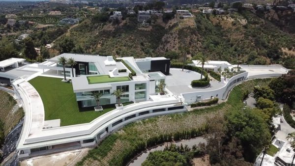 The 10 Biggest House Of The World That Will Shock You Bakabuzz In 2020 Mansions Big Houses Big Mansions