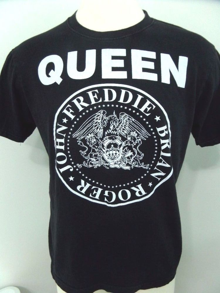 404088b898cfc Queen Band T-Shirt Size Large Freddie Mercury Brian Roger   John Black  Crest  Reo  GraphicTee