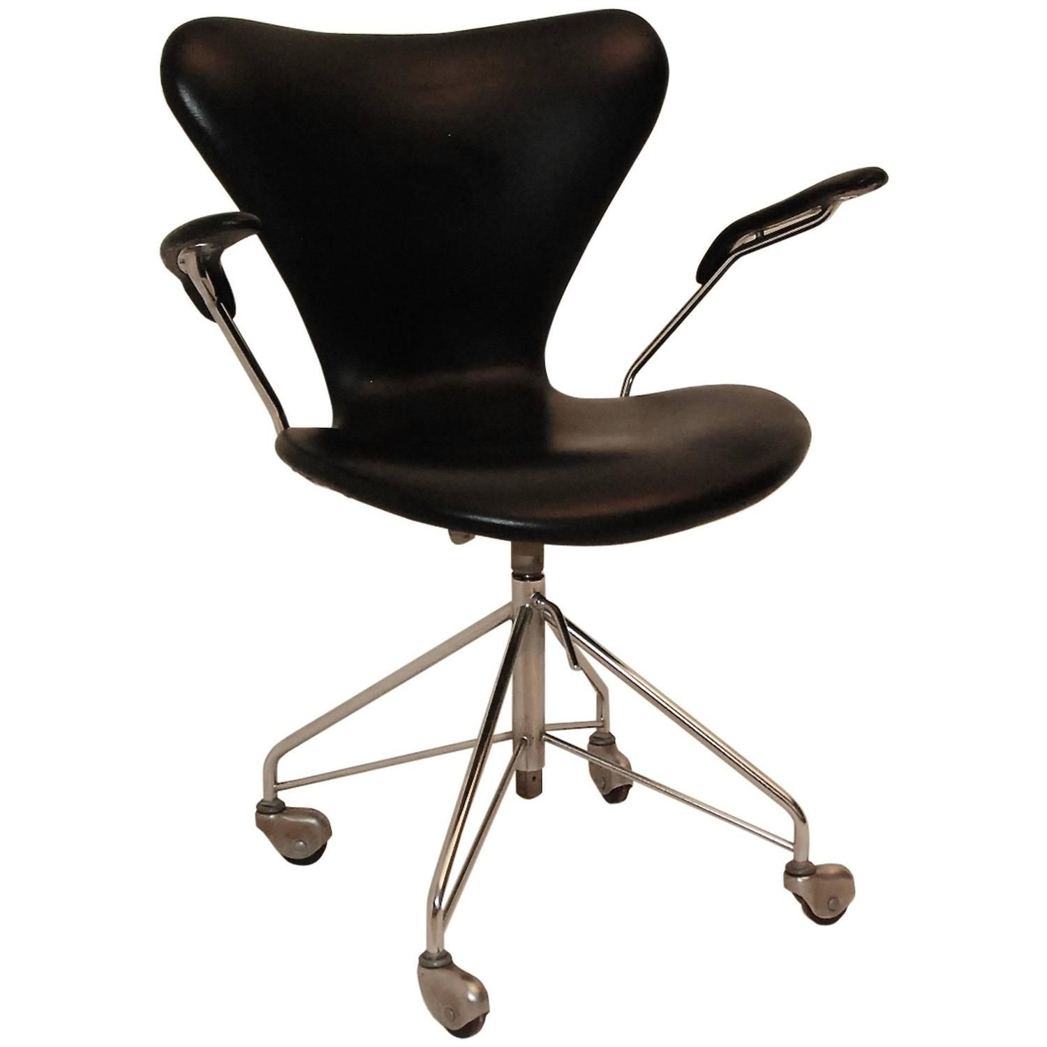 Arne Jacobsen Swivel Armchair 3217 - From A Unique Collection
