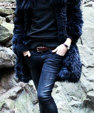 blue faux fur / street style chic