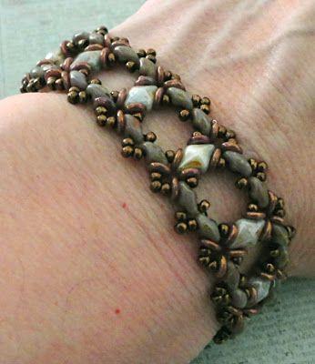 Linda's Crafty Inspirations: Bracelet of the Day: Ivy Bracelet - Chalk Lumi Green
