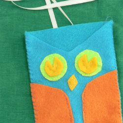 Owl purse insert that holds what you need most: phone, chapstick, and keys - tutorial