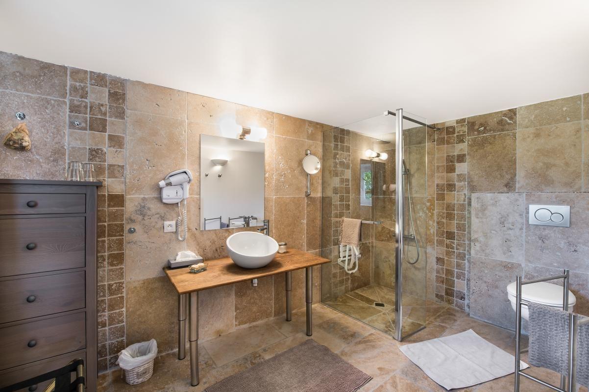 Salle De Bain Provencale salle de bain carrelage en pierre - chambre d'hôtes n