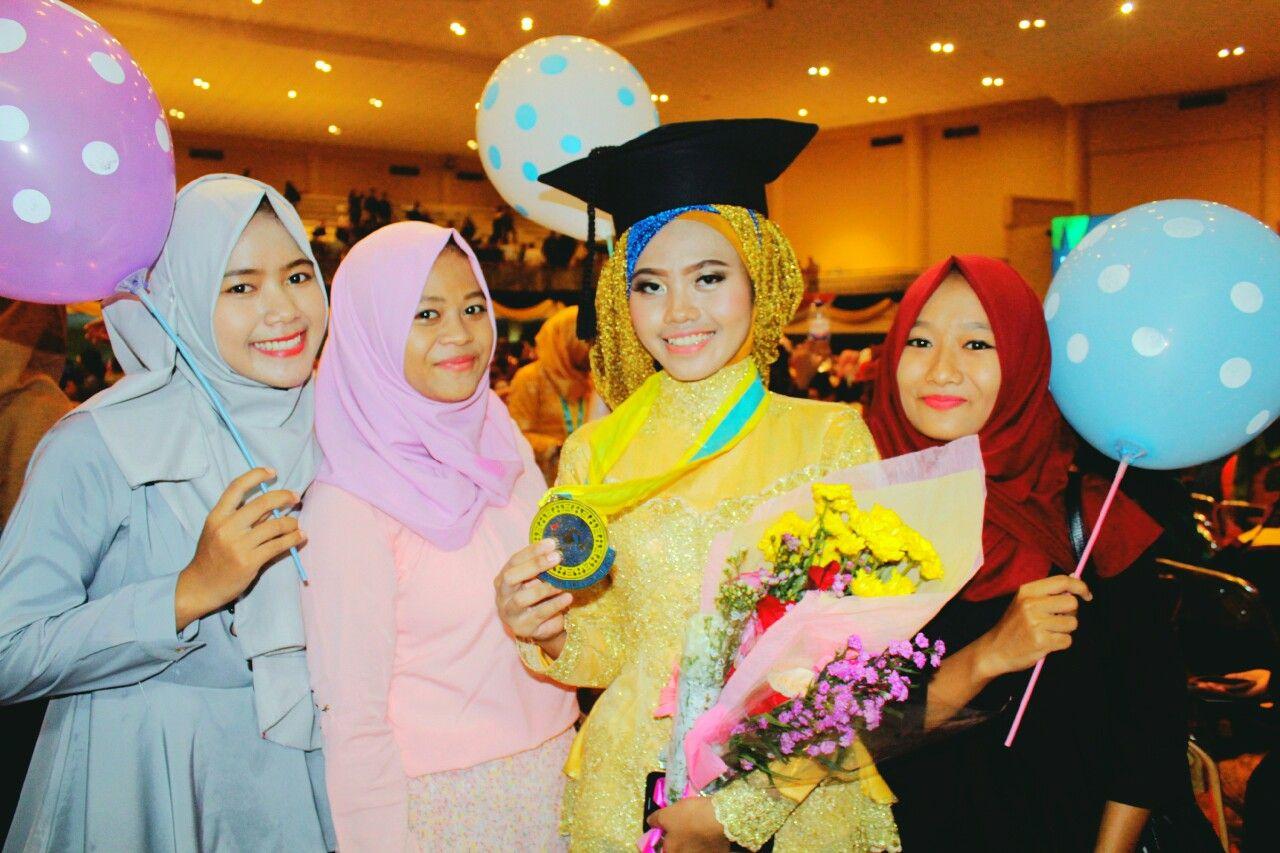 Photo of #graduation #friendship #kebaya #mengatasinya