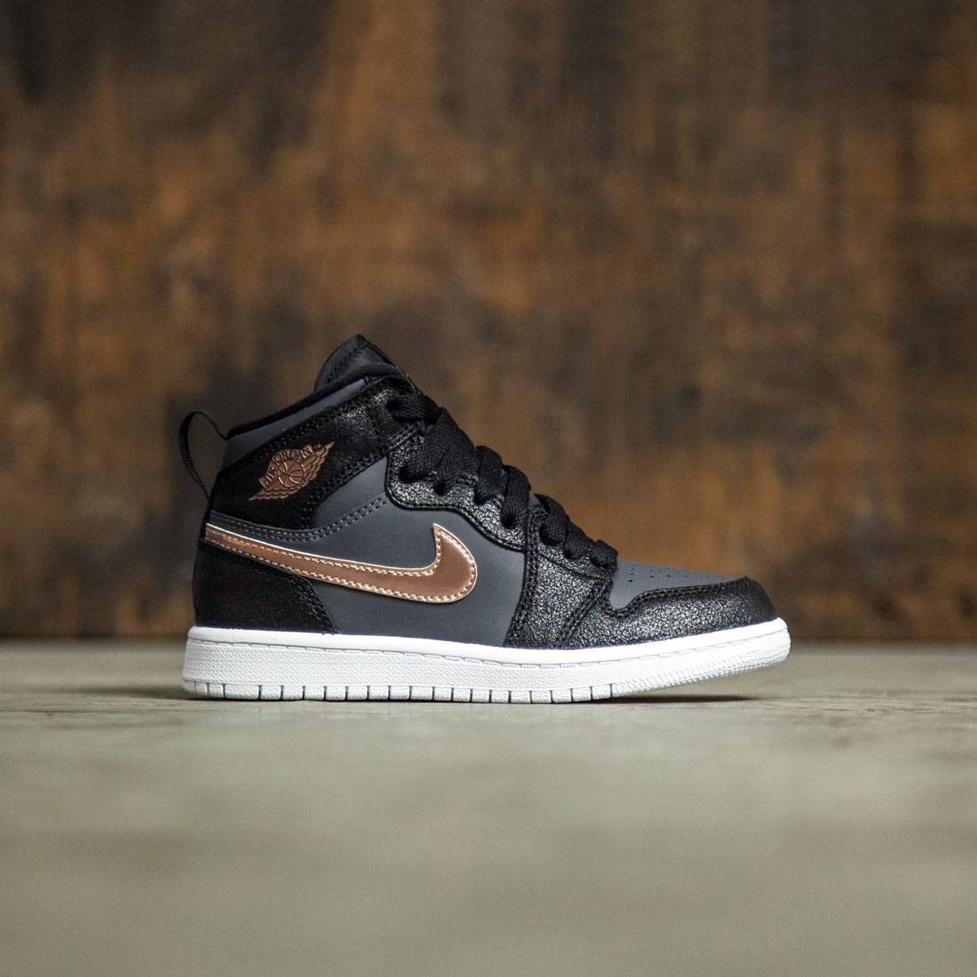reputable site a5476 039c6 On-Foot  Air Jordan 1 Retro Low OG Premium