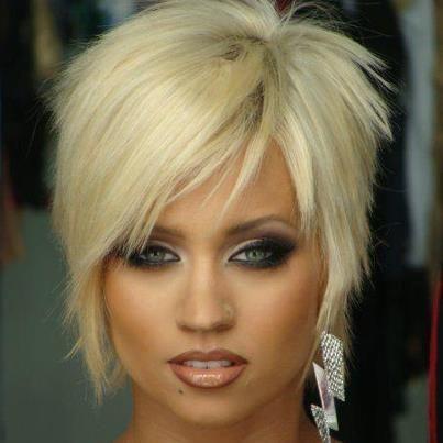 blonde cheveux courts recherche google hairs pinterest cheveux courts cheveux et. Black Bedroom Furniture Sets. Home Design Ideas