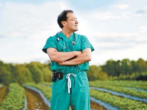 De indocumentado a genio de la neurocirugía: El sorprendente Dr. Q