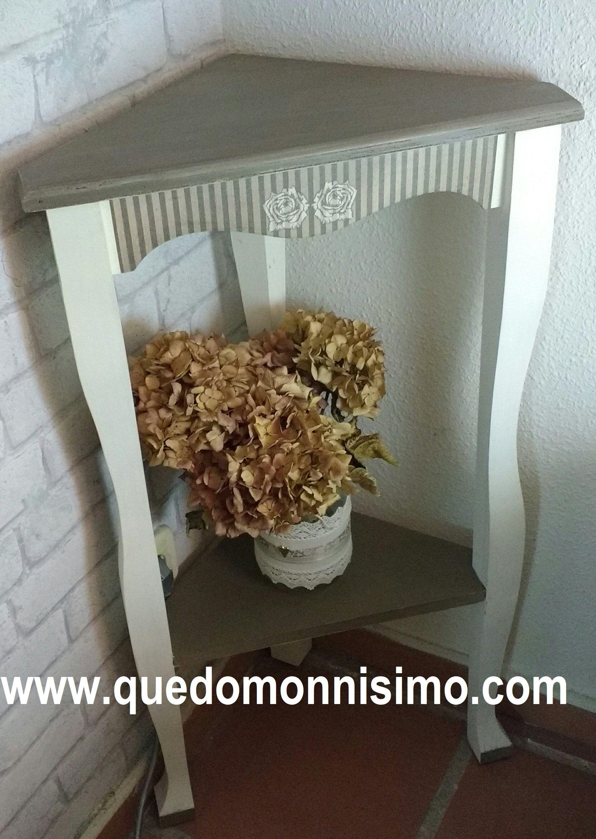 rinconera de madera de pino sin tratar decorada con pintura a la ...
