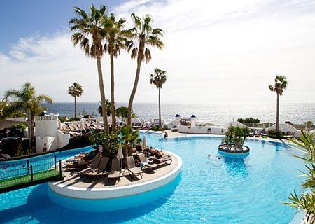 Tenerife: Fire eller syv overnatninger for op til fire personer i lejlighed inkl. champagne og madkurv fra 964,-
