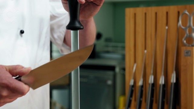 how to use a steel to sharpen a knife