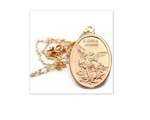 67f4ae1c7aeec Corrente com medalha de São Miguel Arcanjo folheada a ouro. Corrente  Cartyie  50 cm Pingente  2,0 cm x 3,0 cm (LxA) UMA PEÇA BEM FEITA,  PREFERIDA DOS ...