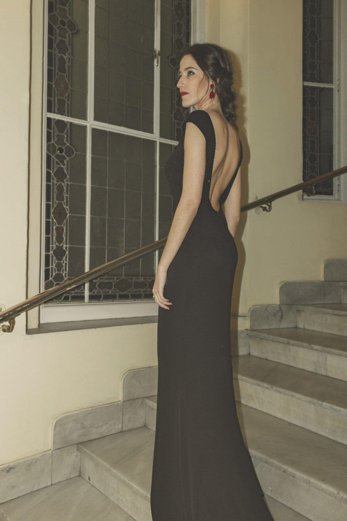 ea0c351ac Vestido negro con espalda descubierta de Pronovias