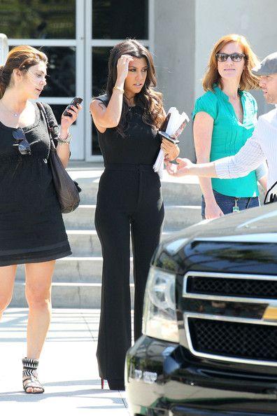 Kourtney Kardashian - Kim and Kourtney Kardashian Leave E! Studios