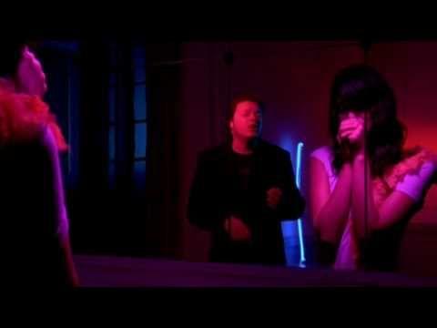 Music video by Sin Bandera performing Si Tu No Estas (Video). (C) 2006 SONY BMG MUSIC ENTERTAINMENT (Mexico), S.A. De C.V.