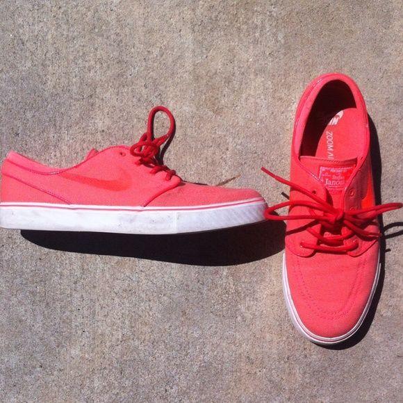 Pink Stefan Janoski Nike SB shoes Bright pink/salmon Nike skate shoes in a  woman's