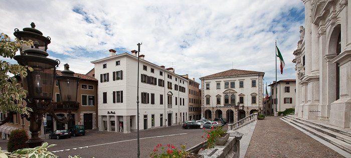 Piazza vittorio emanuele san daniele del friuli italy for Piazza del friuli