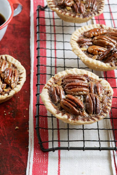 The rich taste of chocolate and salty sensation of pecans are squeezed into these tiny Chocolate-Pecan tartlets!
