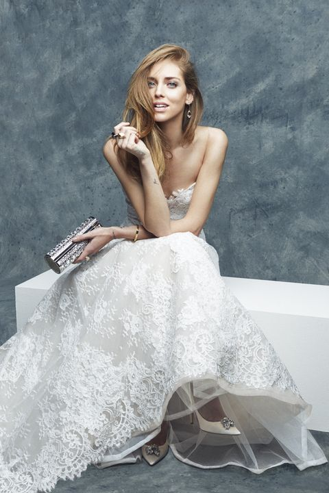 L abito da sposa di Chiara Ferragni chi è lo stilista chi la veste per il  matrimonio con Fedez  L annuncio delle nozze di Fedez e Chiara Ferragni ha  già ... 33da1c48a17
