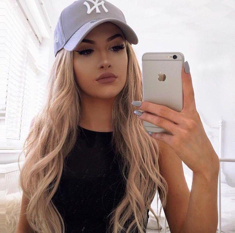 Watches hot blonde teen