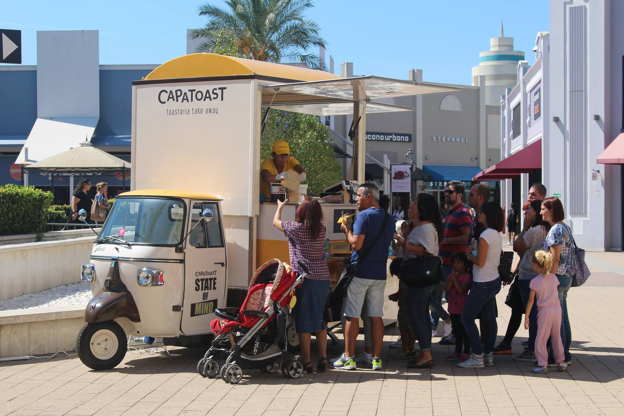 CAPATOAST ON THE ROAD Prima tappa Valmontone Outlet