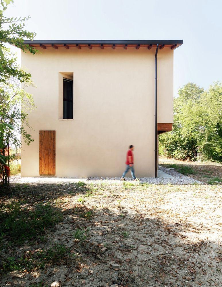Km House Designed By Estudio Pablo Gagliardo: Gallery Of House In Novellara / KM 429 Architecture
