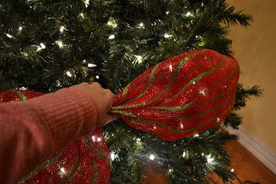 great tutorial decorating a christmas tree with mesh ribbon 1 fluff branches 2