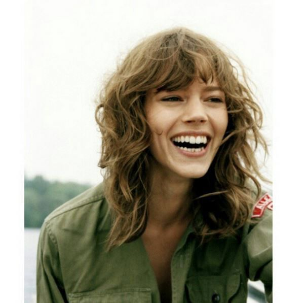 Freja Beha Erichsen Model , brunette fringe medium length wavy curly hair bang bangs natural beachy
