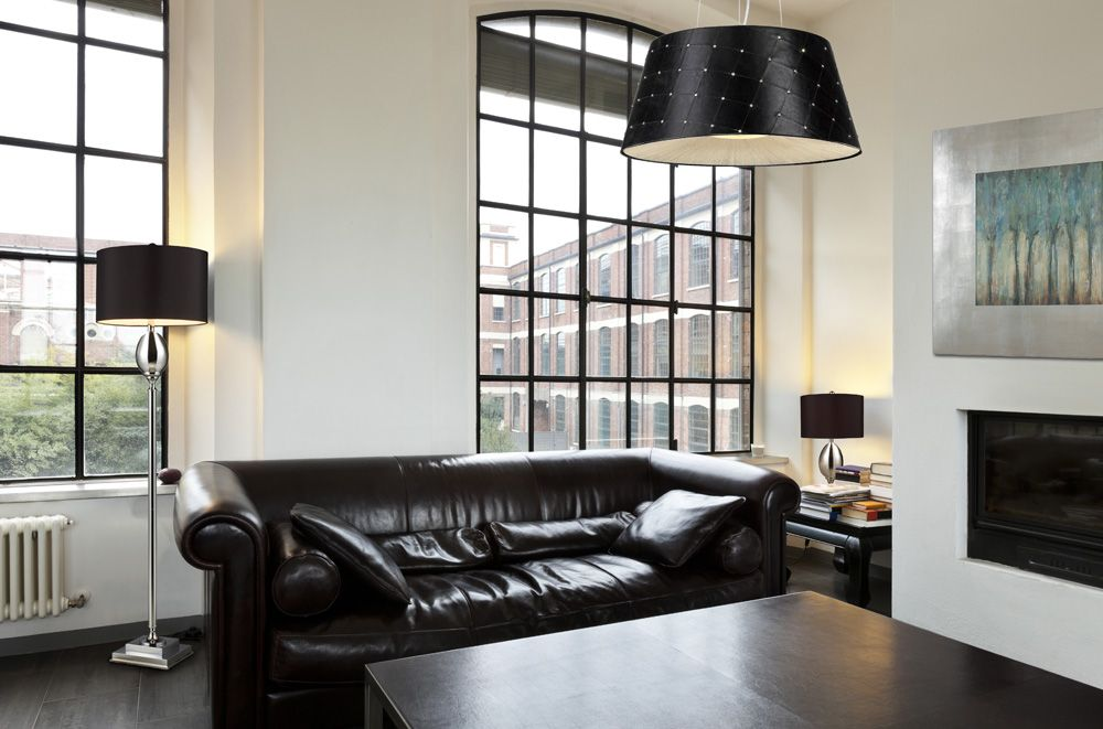 Salon de style #contemporain avec #suspendu, #lampedeplancher ...
