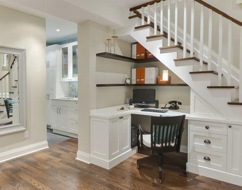 unter der treppe k nnen sie ein kleines b ro einrichten. Black Bedroom Furniture Sets. Home Design Ideas