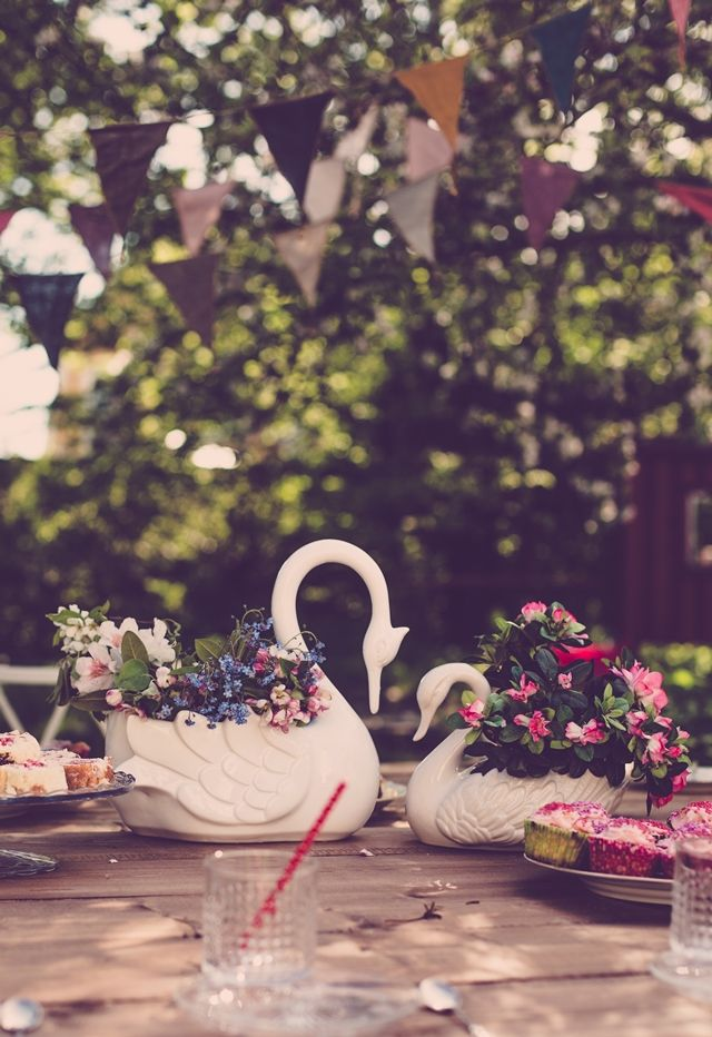 Centrepiece idea for summer party - stunning swan vases from Nest in Stellenbosch