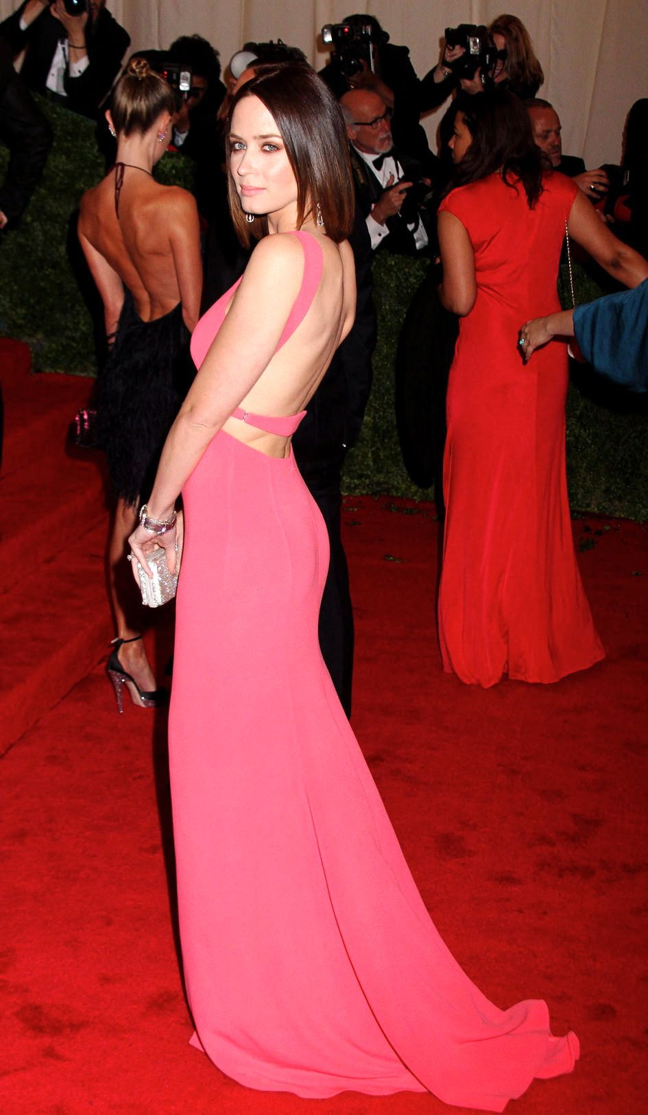 Emily Blunt booty in a pink gown on the red carpet  74d611ca0a77