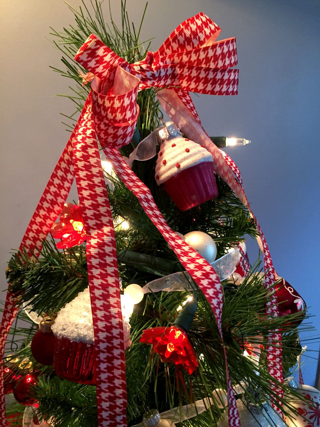 A Cupcake Christmas Tree Perfect for the Kitchen Cupcake Ornaments ...
