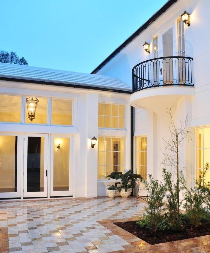 sch ne gel nder aus schmiedeeisen in halbkreis form eingang pinterest balkon. Black Bedroom Furniture Sets. Home Design Ideas