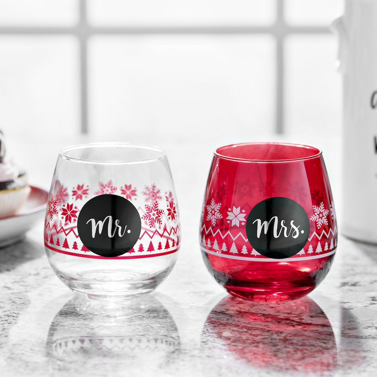 Date Night Just Got A Whole Lot More Fun Grab A Bottle Of Wine And These Festive Glasses For Christmas Glasses Stemless Wine Glass Kitchen Decor Themes Coffee