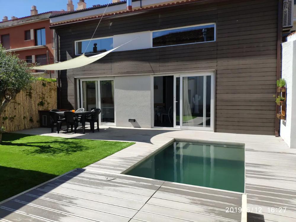 Casa rústicoIndustrial con piscina i jardín. Casas en