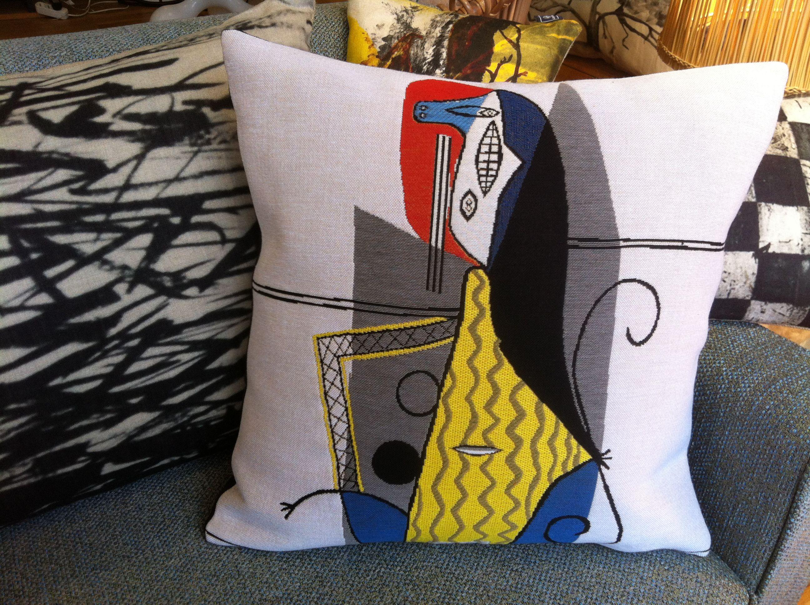 coussin jules pansu picasso femme dans un fauteuil r ve de flamme 57 avenue albert 1er. Black Bedroom Furniture Sets. Home Design Ideas