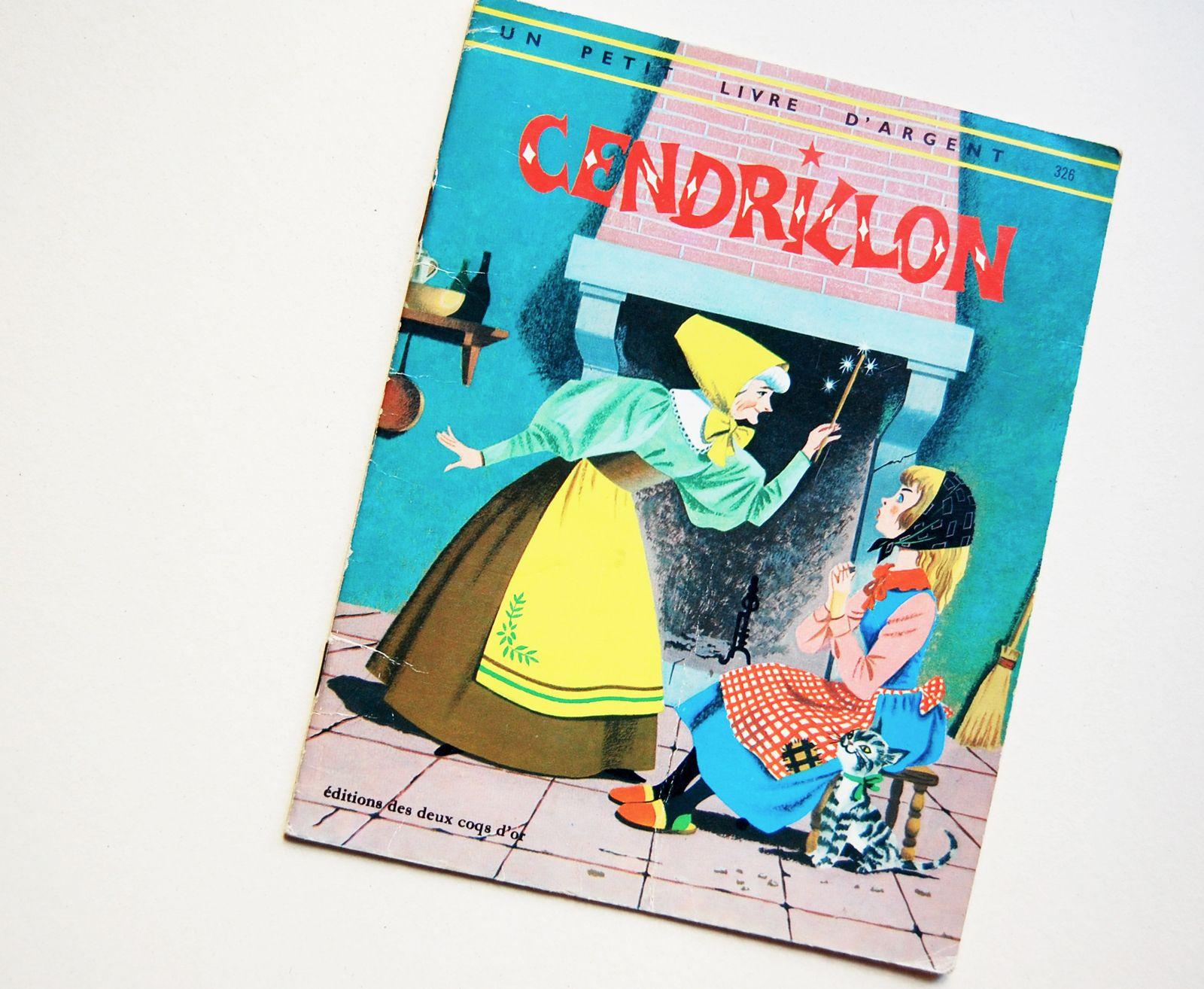 Petit livre d'argent. Cendrillon. Vintage Children's Book .Vintage illustration.