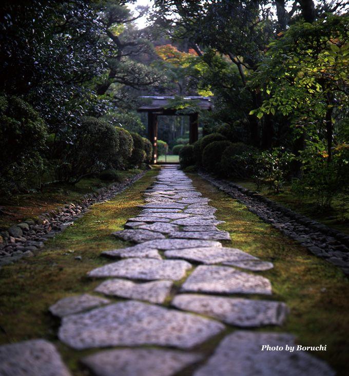 秋の風情 石畳 ファインダー越しの散歩 日本庭園 造園 小さな庭の造園