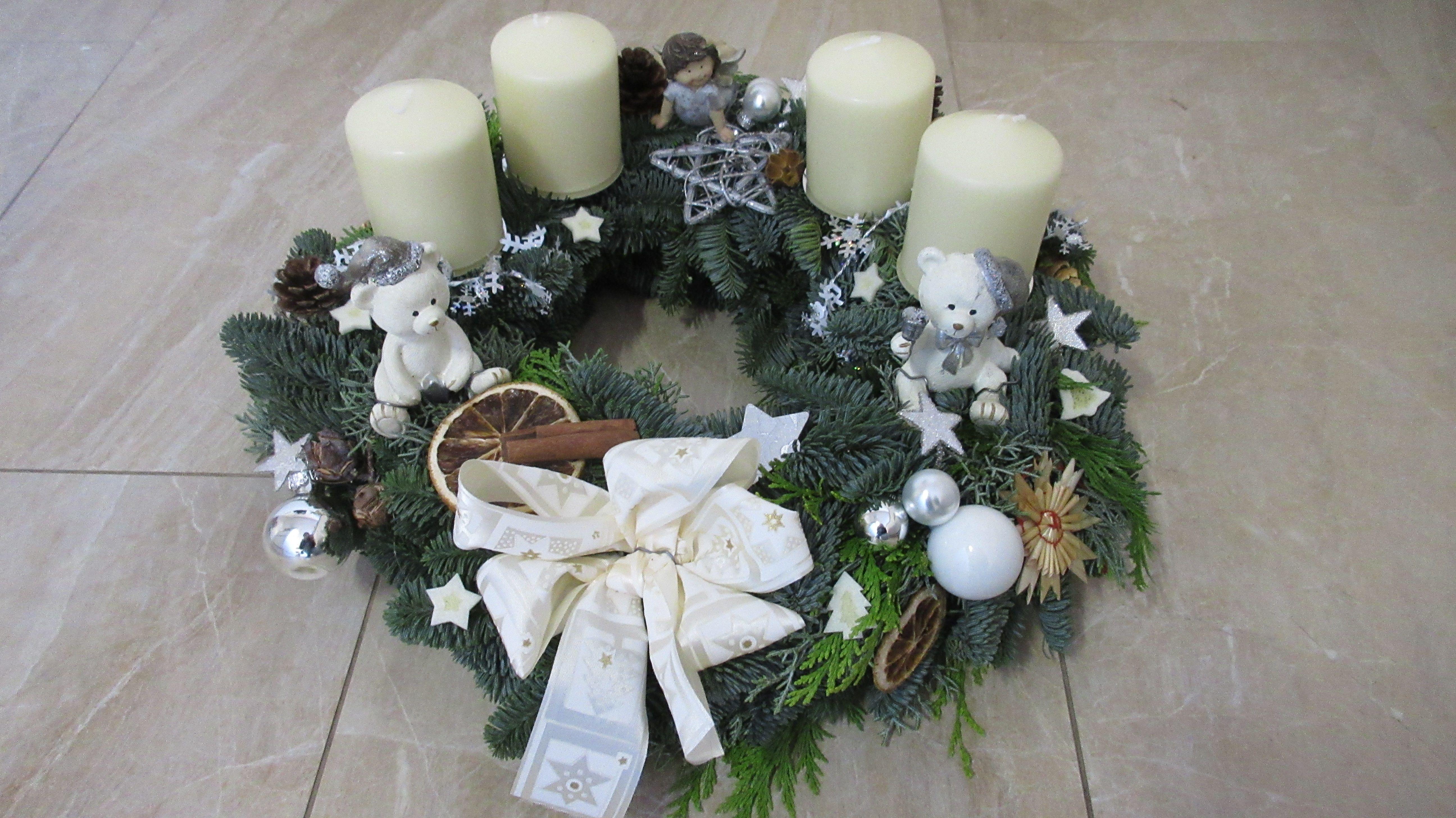 adventskranz weihnachtskranz wei silber mit engel und. Black Bedroom Furniture Sets. Home Design Ideas