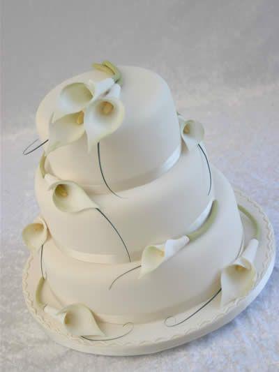 Calla Lily Wedding Cake   Wedding ideas! It\'s gonna happen ...