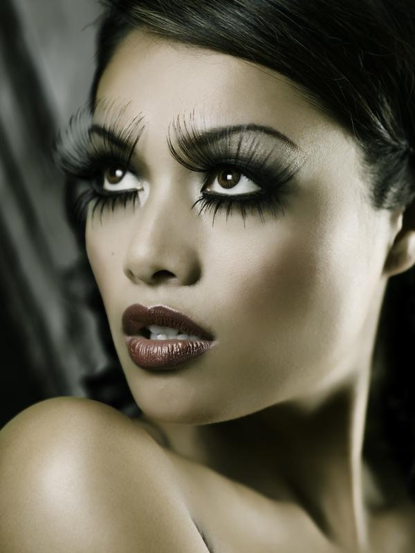 I would look so ratchet with those fake eyelashes lol haha ...