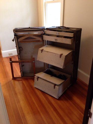 vans unisex authentic skate shoe decor ideas steamer trunk trunks steamer. Black Bedroom Furniture Sets. Home Design Ideas