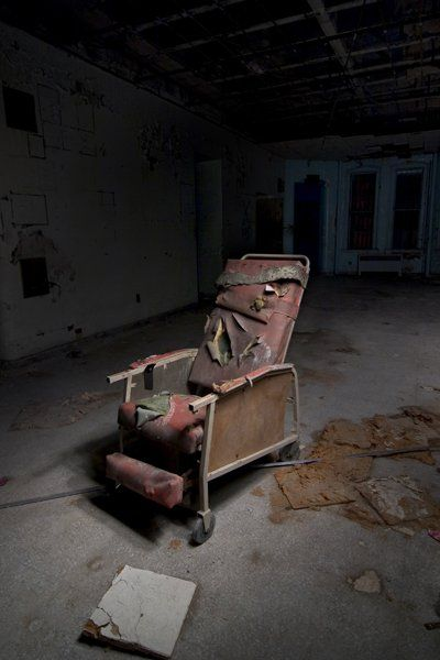 Insane Asylums America S Most Notorious Hauntings Insane Asylum Asylum Abandoned Asylums