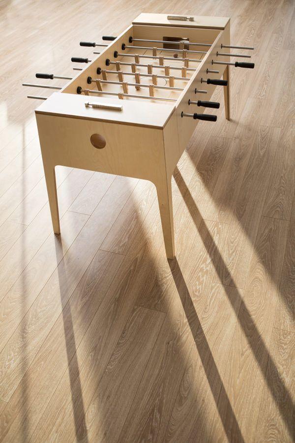 Plywood Foosball Le Baby Foot De Bois Par Slava Balbek Blog Esprit Design Jeux En Bois Bois Concept Mobilier De Salon