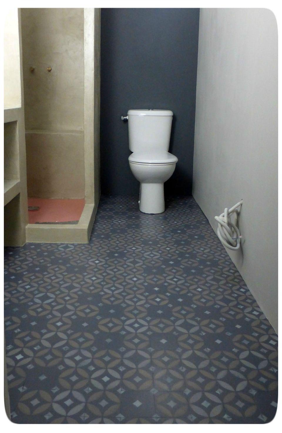 Faux carreaux de ciment pochoir peinture carrelage for Pochoir pour salle de bain