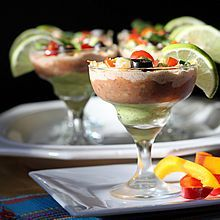 Mini+Mexican+Layered+Dip-aritas!+A+fun,+no-guilt,+healthy+makeover.+Only+92+calories,+2+Weight+Watchers+PointsPlus.+www.theyummylife.com/dip-aritas